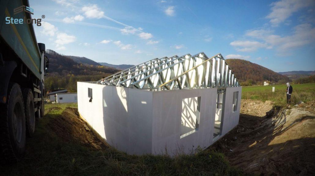Monotovany-dom-Horne-Hamre-systemom-Steelong