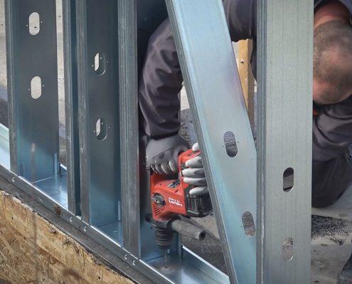 Montaz-konstrukcie-z-ocele-k-zakladovej-doske
