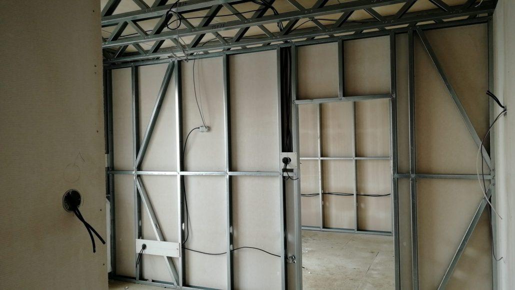 Lahka-ocelova-konstrukcia-instalacia-elektriky