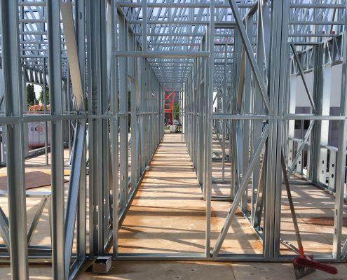 Vyrobna-hala-poschodie-prechody-interier